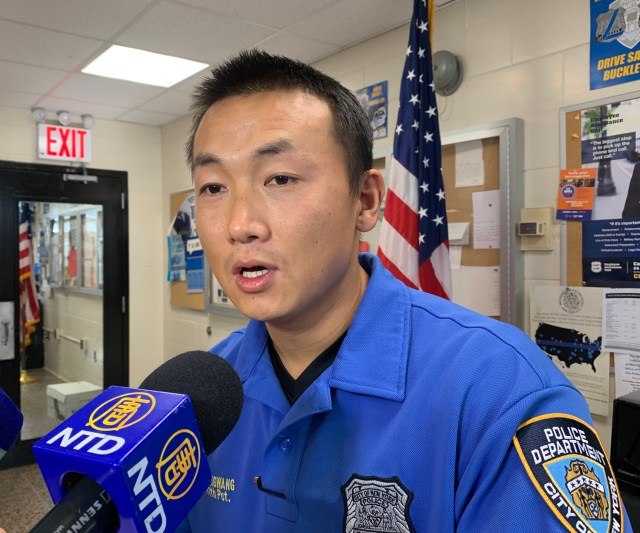联邦法官推翻昂旺假释令,他将继续留在监狱 NYPD cop accused of spying for China will stay in jail after judge's reversal