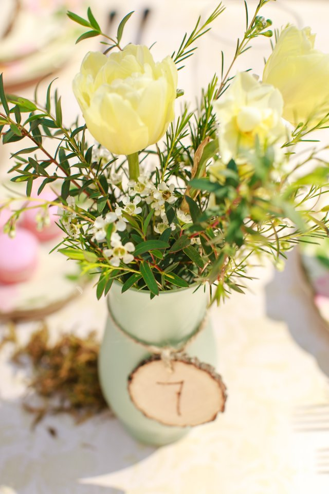 Treehouse Point Bridal Shoot Centerpiece Tulips || Flowers by Jen's Blossoms || Photo by Lloyd Photography