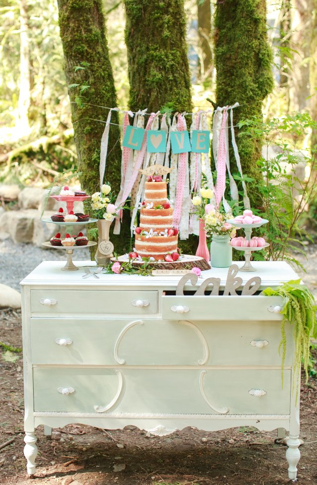 Treehouse Point Bridal Shoot Cake Table || Flowers by Jen's Blossoms || Photo by Lloyd Photography