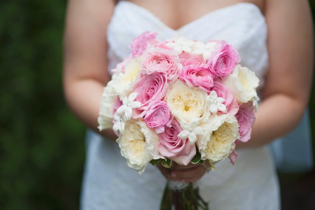 Garden Rose Bouquet by Jen's Blossoms || photo by: http://nicoleschauer.pass.us/shineflew-flowers
