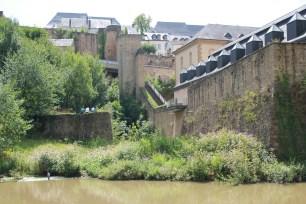 Below La Deuxieme porte de Treves