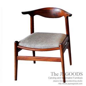 Scandin Halfmoon Chair - PP505 Cow Horn