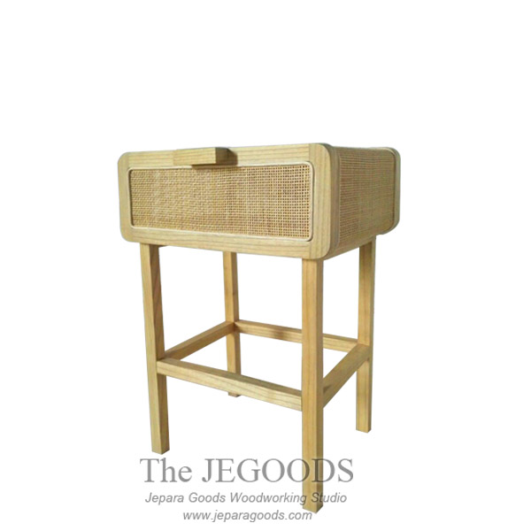 Yankee Rattan Side Table