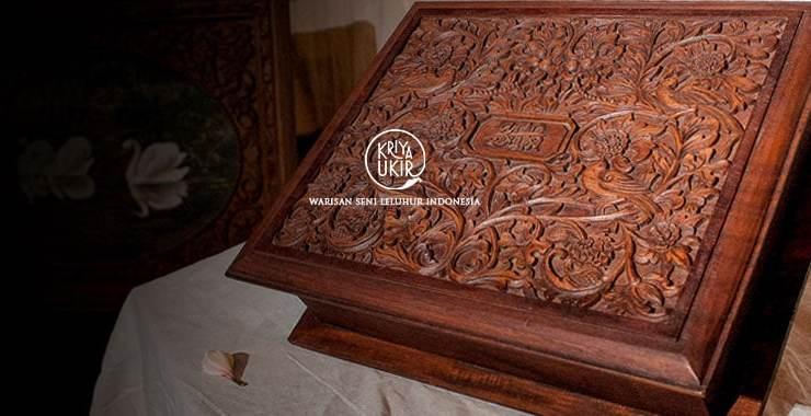 kotak-Perhiasan-Kayu-Jati-ukiran-Kartini-Jepara-dikirim-ke-Belanda-oleh-Kartini-dibuat-oleh-Rumah-Kartini-dan-Kriya-Ukir-Jepara-Indonesia