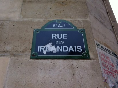 "rue des Irlandais (""Street of the Irish"")"
