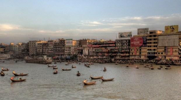 Daca, atualmente a cidade mais densa do mundo (Foto: Mariusz Kluzniak/Flickr-CC). Image via TheCityFix Brasil