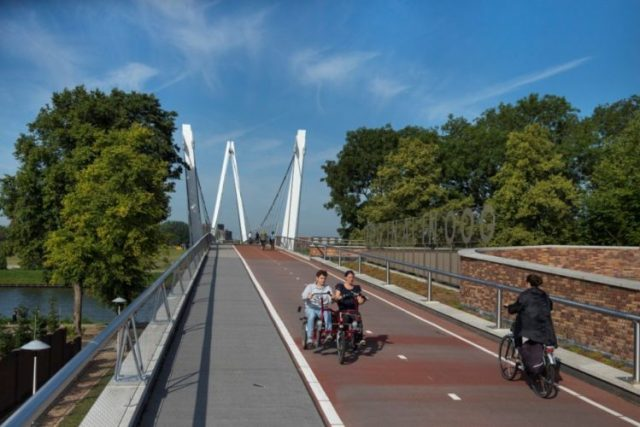 The Dafne Schipper bike bridge over the Amsterdam Rhine River, which incorporates the roof of a school, in Utrecht, The Netherlands, Aug. 22, 2017. Utrecht is the Netherlands' fastest growing city and also one of the world's most bike-friendly places in one of the world's most bike-friendly countries. (Ilvy Njiokiktjien/The New York Times)