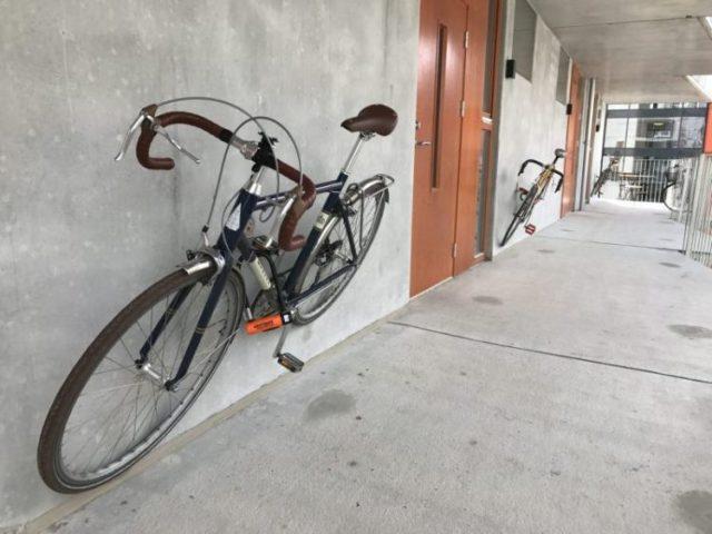 Todos os quartos de hotel têm uma bicicleta dobrável à disposição dos hóspedes. Também há serviço de aluguel e reparo de bikes no local.