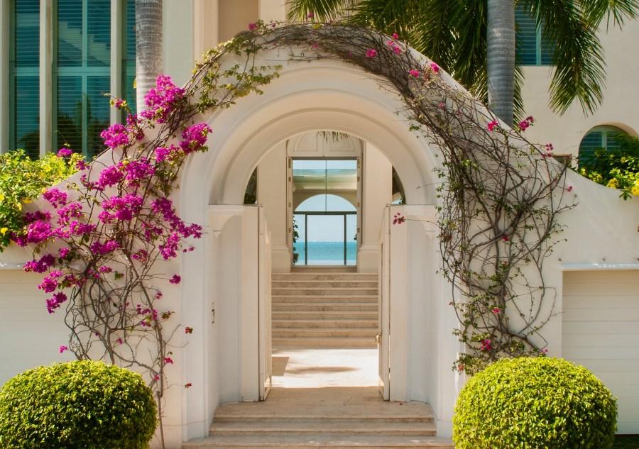 Tropical style Villa on the Beach