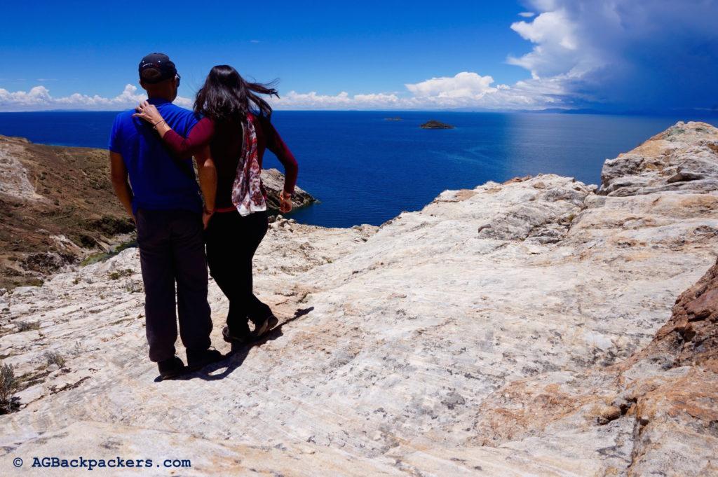 Copacabana Isla Del Sol Bolivie Au nord de Isla Del Sol, au loin, vous pouvez voir Puno et le Pérou