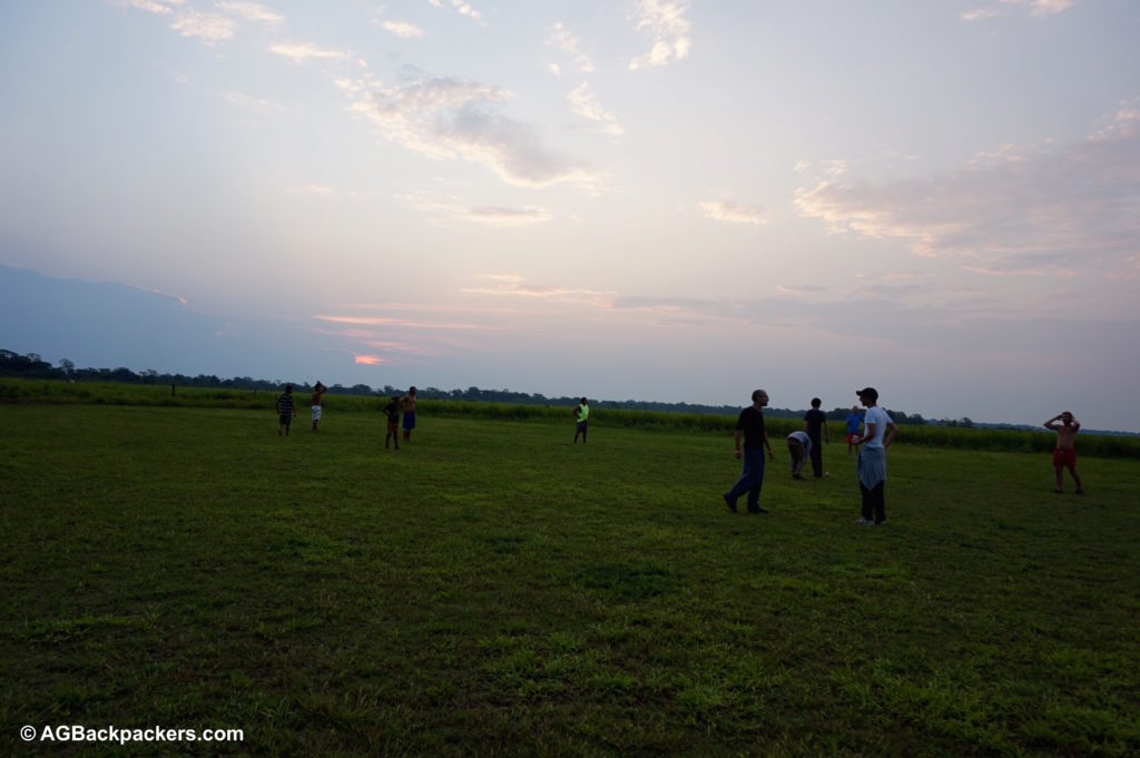 La rencontre avec Ismail sur un terrain de foot dans la pampa Bolivienne