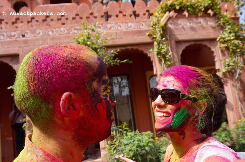 AGbackpackers tout en couleurs pour Holi Rajasthan Bikaner Inde