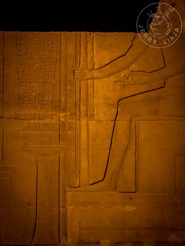 Imhotep y su bótica tallados en el templo de Kom Ombo
