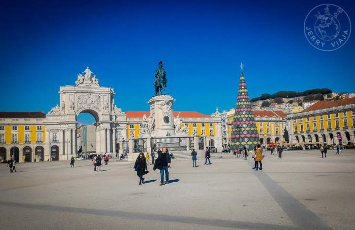 Plaza de Comercio, Arco de Augusta y estatuta del rey José I en lisboa, barrio Baixa