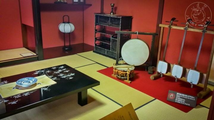 Ochaya o chaya, casa de té donde las geishas o geikos realizaban espectaculos. Distrito Nishi Chaya, Kanazawa, Japón