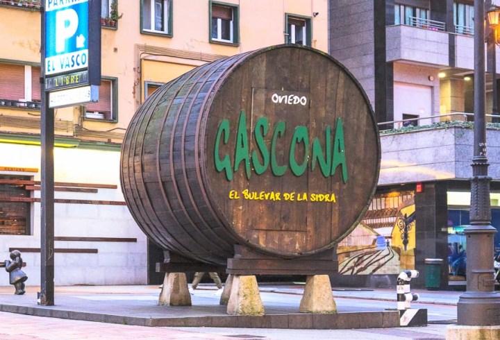 Calle Gascona, la calle de las sidrerías. Oviedo