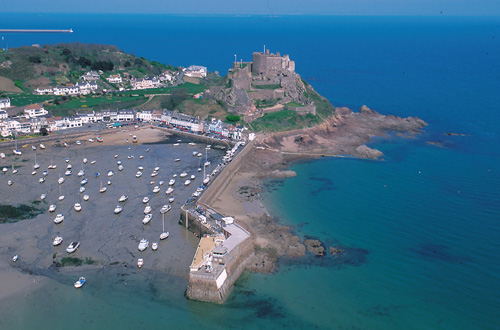 https://i1.wp.com/jersey.typepad.com/jersey_channel_islands/aerial_gorey_castle.jpg