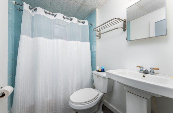 Guest Bathroom | Hammock Inn North Beach