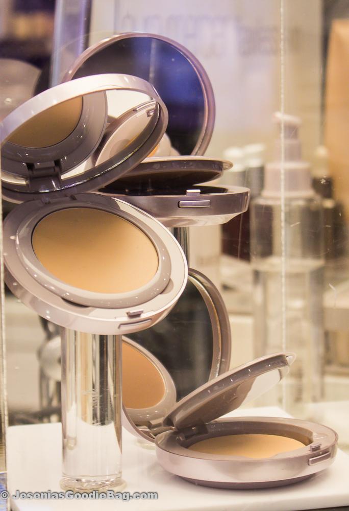 Laura Mercier: Tinted Moisturizer Crème Compact.