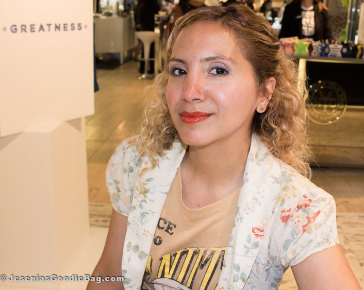 Jesenia (JGB Editor) (Wearing: Diorshow Buildable Volum Lash-Extension Effect Mascara in Catwalk Blue, Dior Addict Fluid Stick in Pandore)