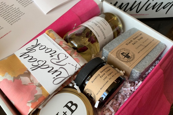 pause and unwind self care box