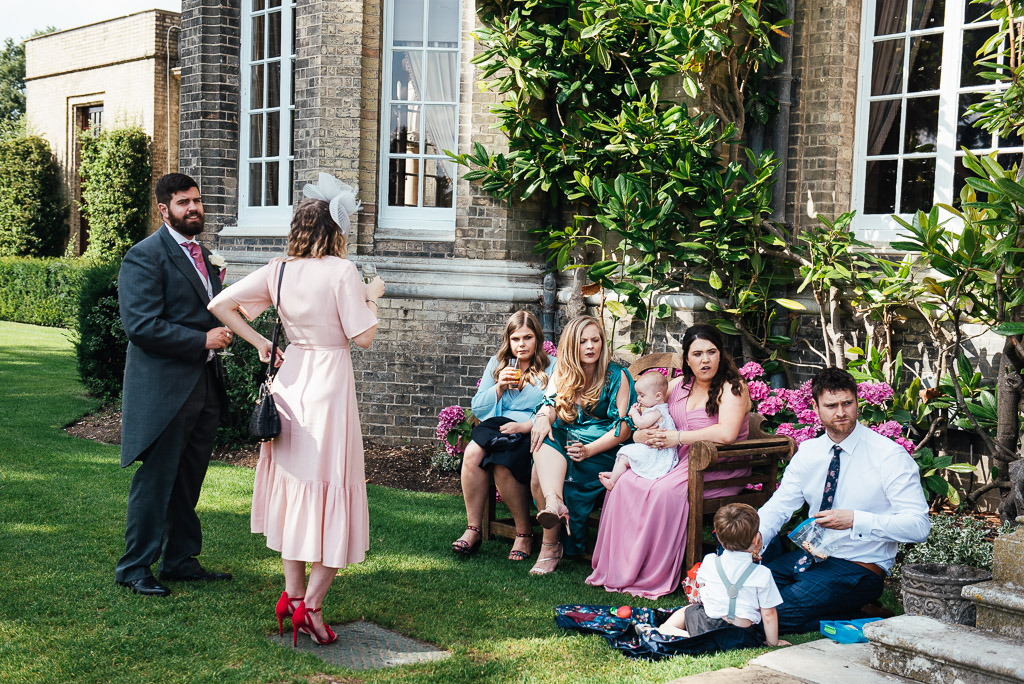 Natural and relaxed reception photography