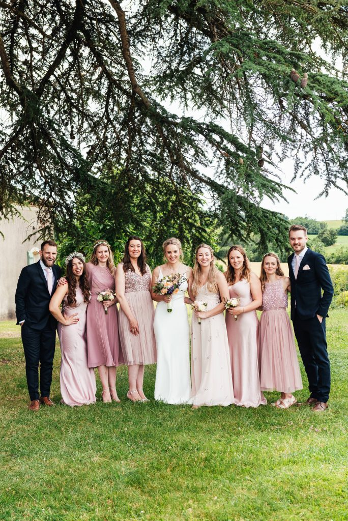Relaxed group wedding photography France