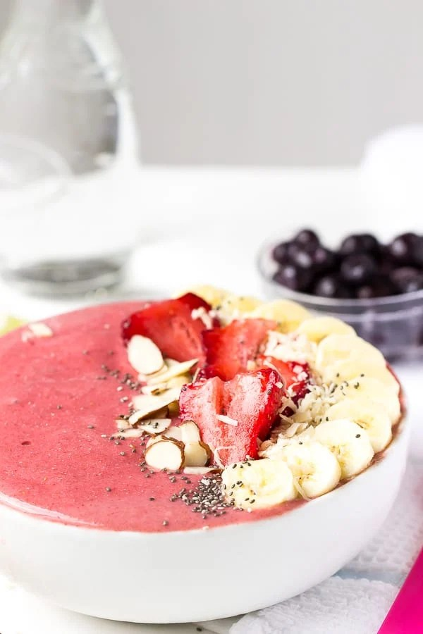 banana and strawberry smoothie bowl