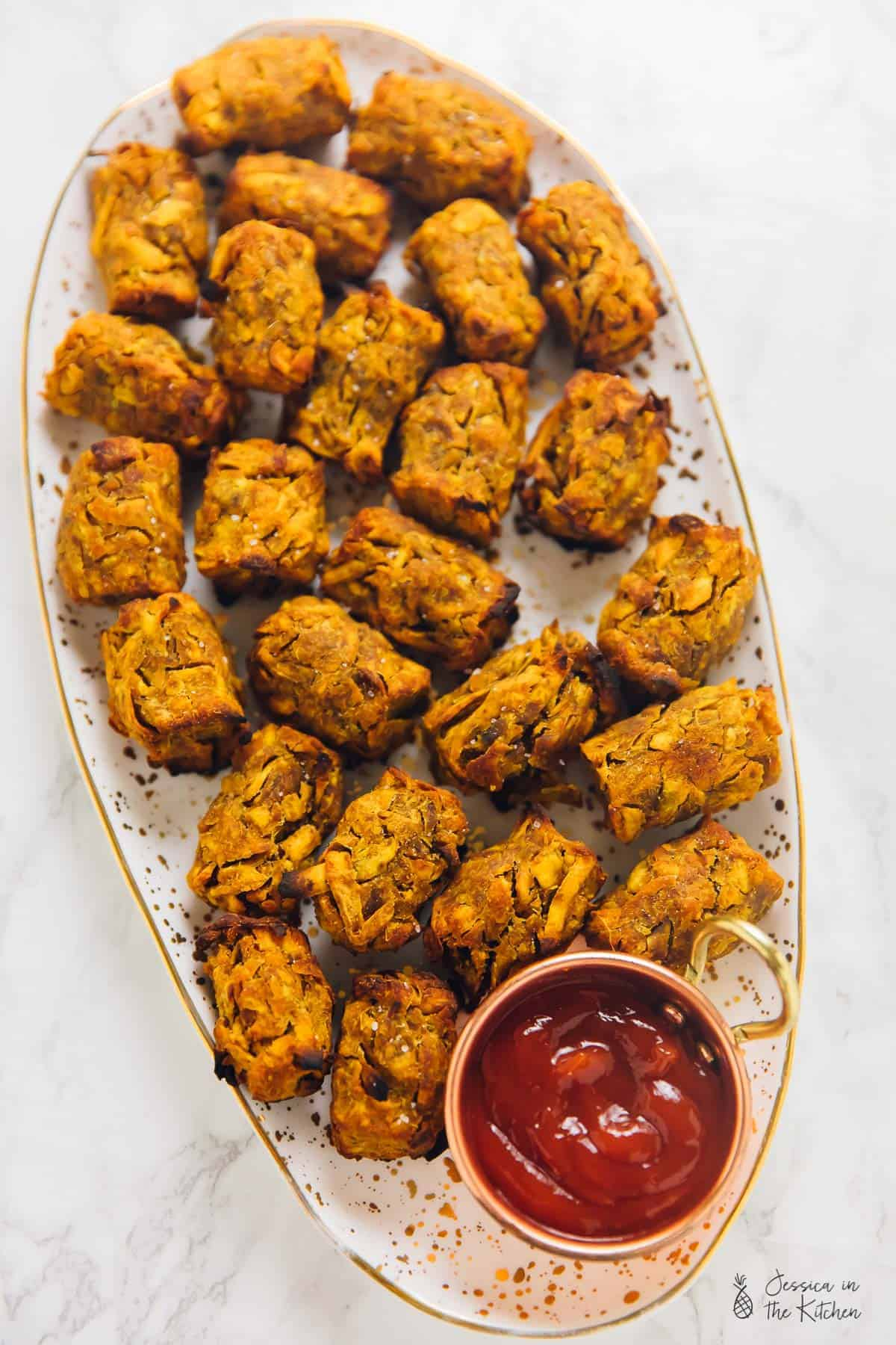 These Sweet Potato Tater Tots are great for kids! Crunchy on the outside, soft on the inside and so full of flavour! They're so easy to make with only 7 ingredients! via https://jessicainthekitchen.com #vegan #backtoschool