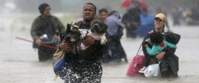 hurricane-harvey-wading-out-rt-ps-170828_12x5_992