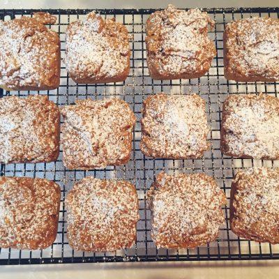 TWO-Ingredient Mini Pumpkin Cakes