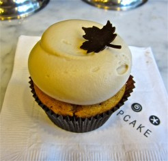 My cupcake of the day was the seasonal pumpkin spice cupcake with maple cream cheese frosting.