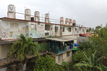 """UM Hillel students visited artist communities while on an Alternative Spring Break trip to Cuba in March 2017. Here, in Callejon de Hamel, water tanks atop an apartment building boast """"Viva Cuba."""" Photo credit: Jessica M. Castillo"""