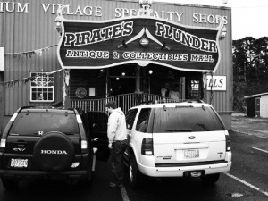 Newport, Oregon, antiuqe mall, pirates plunder