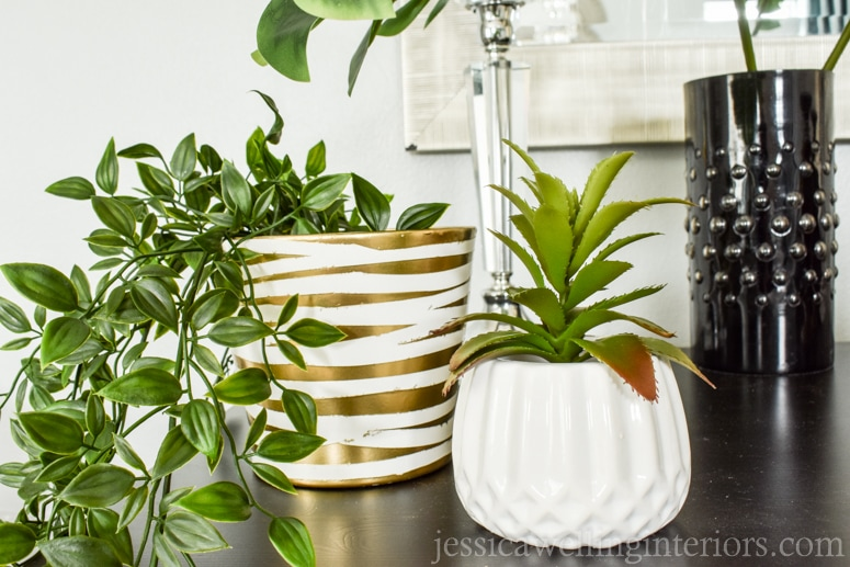 Modern houseplants are a must-have! Learn to style indoor plants like a pro with these 6 simple tips on pots, placement and plant choice.