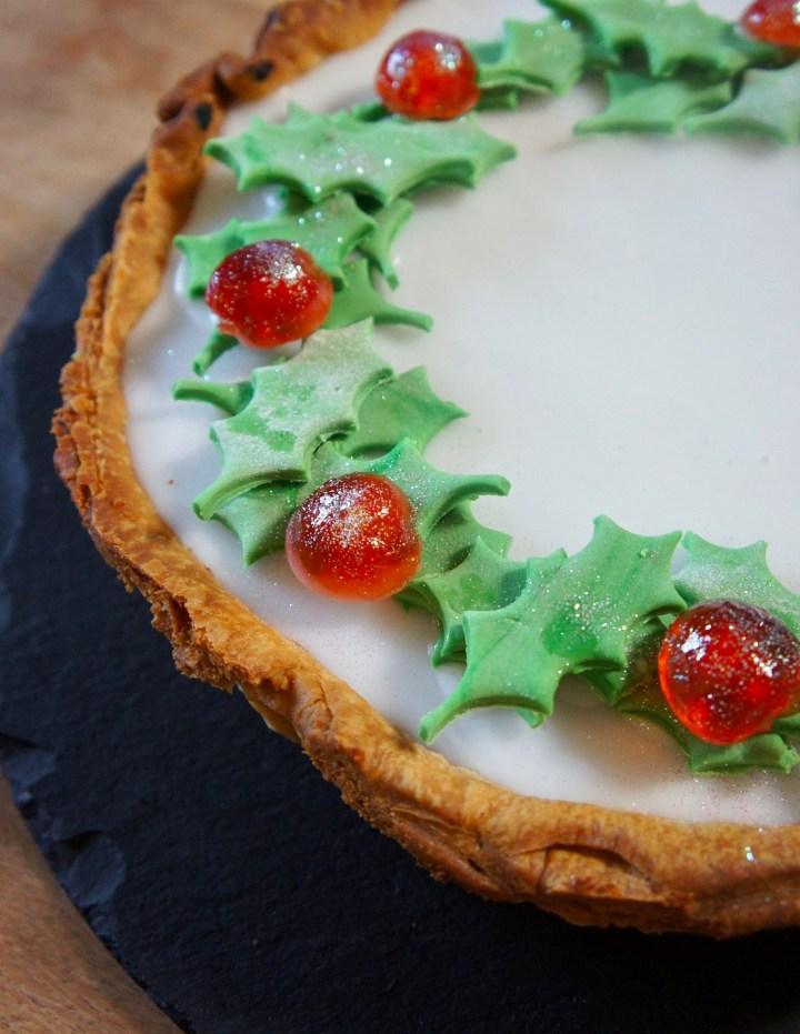 Christmas wreath bakewell tart