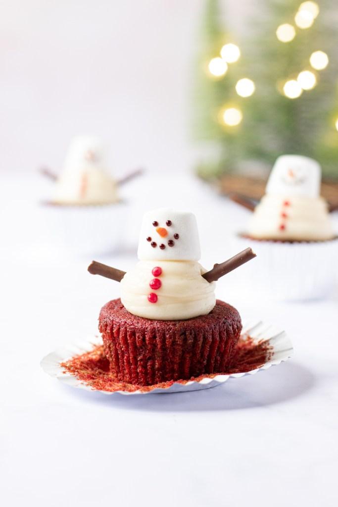 Red Velvet Snowman Cupcakes