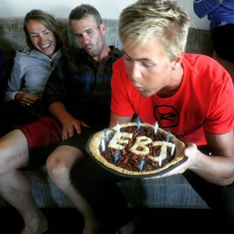The birthday boy Erik blowing out his candles. Although Simi seems to be giving him some support!