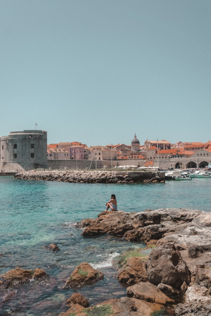 Rocky beach in front of Komarda Restaurant with view of Dubrovnik