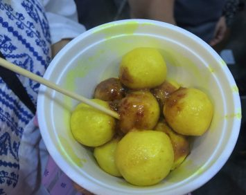 Curry fishballs - $10 HKD for the small bowl.
