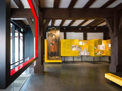 """EG, Ansicht Vitrinen und """"Rahmen"""" im Bauernkriegsmuseum"""