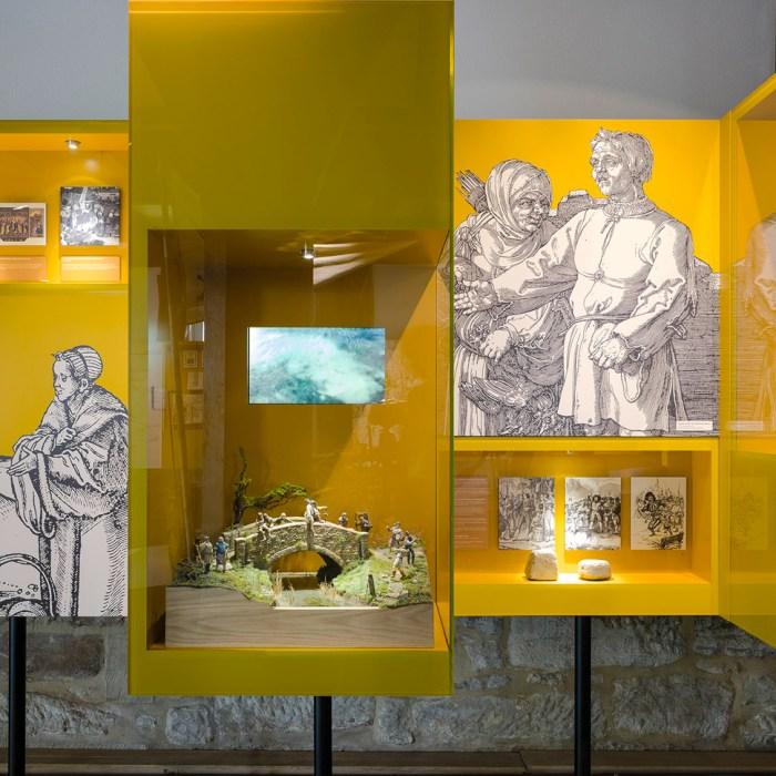 EG, Detail Vitrinen im Bauernkriegsmuseum