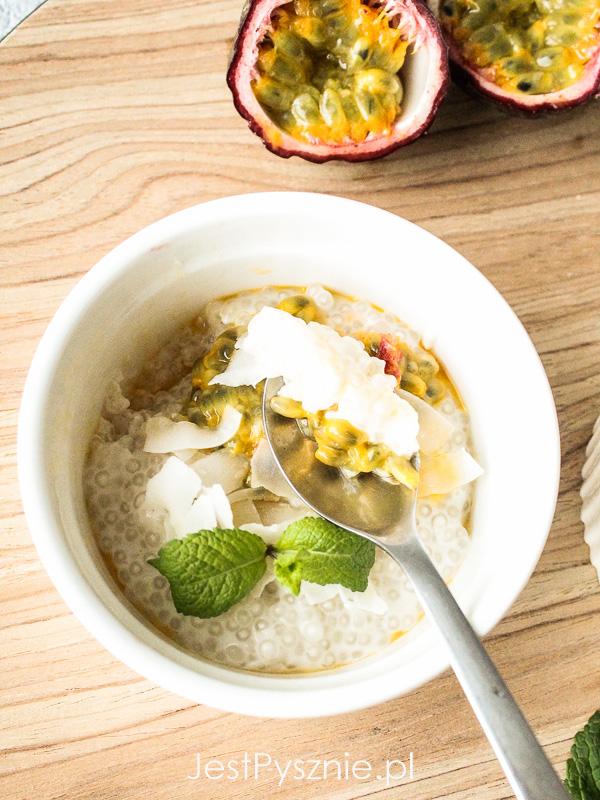 Kokosowy pudding z tapioki z marakują