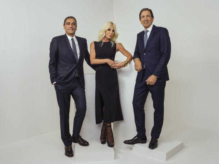 CAPRI HOLDINGS LIMITED Jonathan Akeroyd, Donatella Versace, John D. Idol. (Photo: Rahi Rezvani)