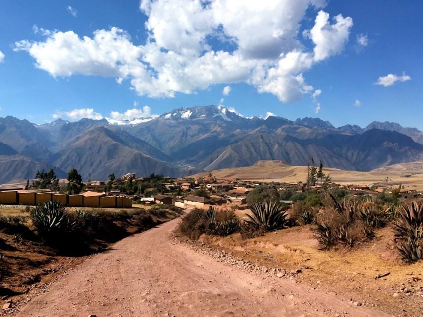 maras-vallee-sacree-village-montagne