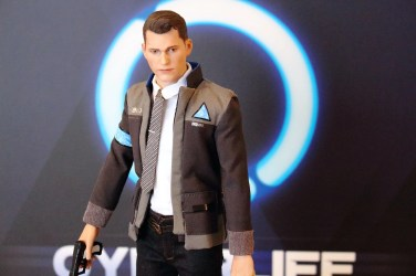 unboxing figurine cyberlife connor