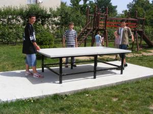 udvari ping-pong asztal