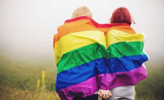 gaywomen_LGBT_750x460