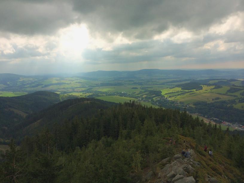 Ścieżka w chmurach, Sky Walk - widok na Karkonosze i Dolni Morava