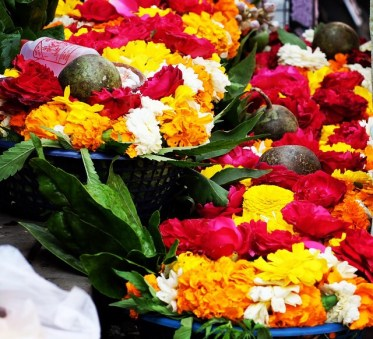 temple-flowers-delhi